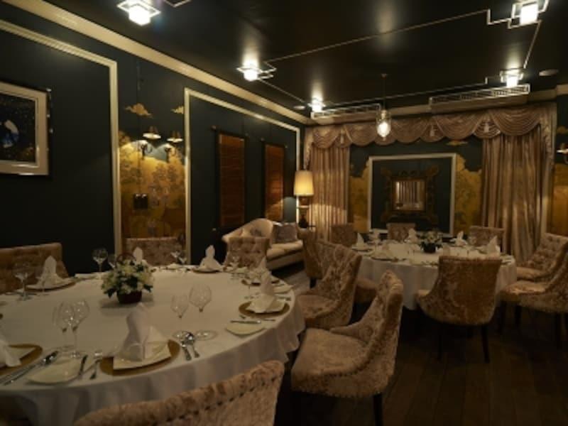 雰囲気はまるでヨーロッパの老舗レストラン。実績のある日本人シェフが常に新しい提案を打ち出してゆく