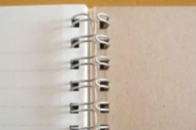 ダブルリングノートの境目