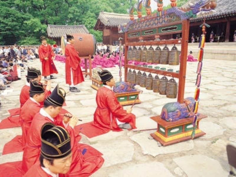 無形遺産にも登録されている宗廟祭礼楽、聴けるのは5月の宗廟大祭の時だけです!(c)KoreaTourismOrganization