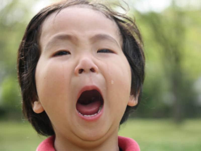 イヤイヤ期が始まる頃の1歳半や3歳頃の幼児の癇癪(かんしゃく)への対処法