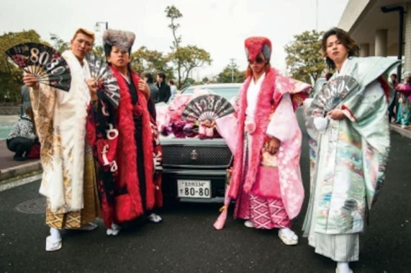 北九州最大規模のレンタル衣装店「みやび小倉本店」の服は鞆の津ミュージアムの「ヤンキー人類学」で展示中!