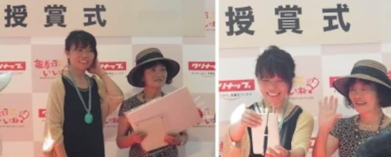 最優秀賞に輝いた雨貝さん・小松さん姉妹とお母さん。右の写真は、参加できなかった姉にタブレットで報告している様子。
