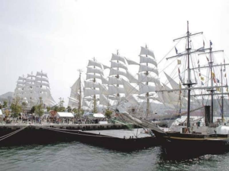 帆船が帆を広げて長崎港へ入港してくる姿は圧巻。