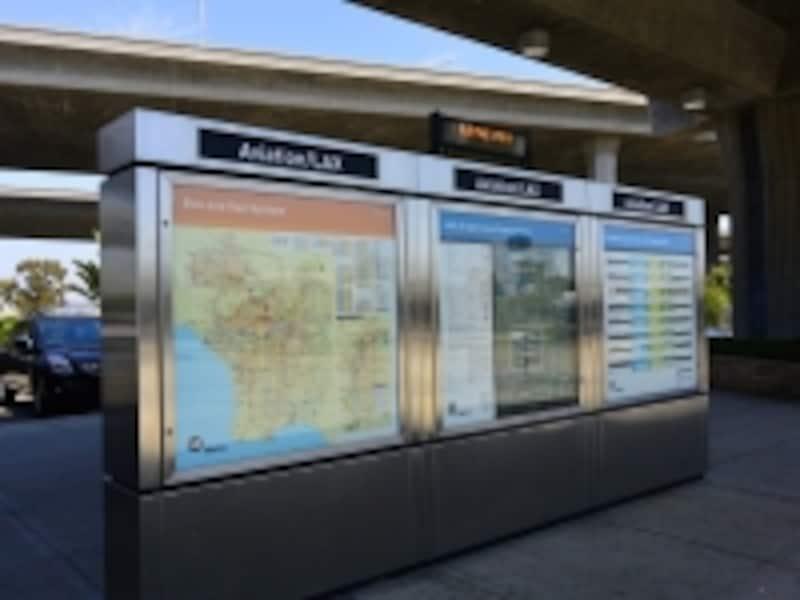 駅構内または入口にある路線図