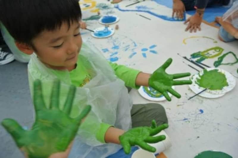 asobi基地のワンシーン。子どもが自由に表現できる場として大人気