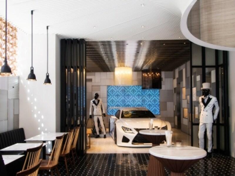 コーヒースタンドから見えるエキシビションスペース「Garage」。