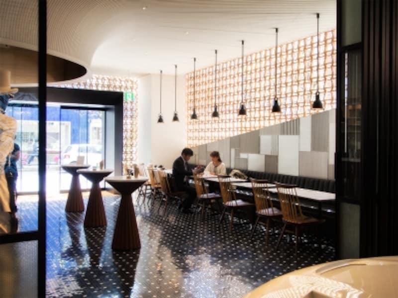 光溢れる1階コーヒースタンド