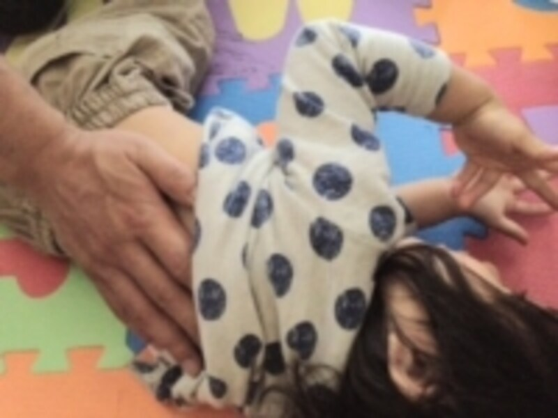お子さんの背中を毎日触ってみると、その日の変化がわかるようになるかもしれません