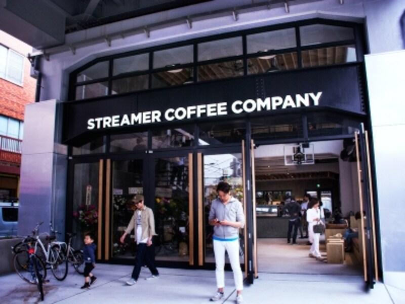 2004年まで事務所として使用され、その後10年間は空き家状態だったという空間をリニューアル。開店がTV「ワールドビジネスサテライト」や日経新聞に報じられ、オープン初日から店外まで行列に。