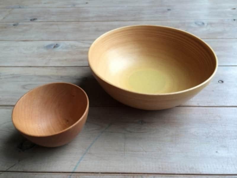 ブナ材のボールとメープル材のカップ