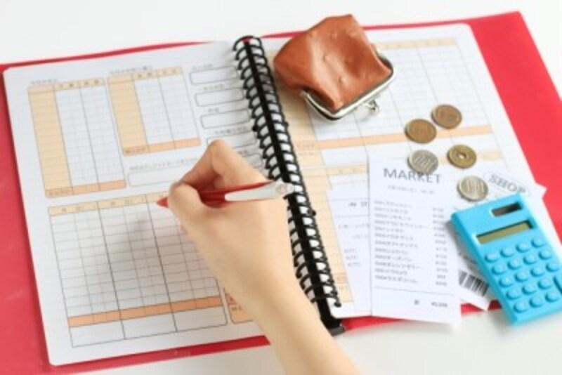 まずはお金を貯める仕組みを作りましょう。少し貯まると、家計簿をつける気持ちがわいてくるかもしれません。