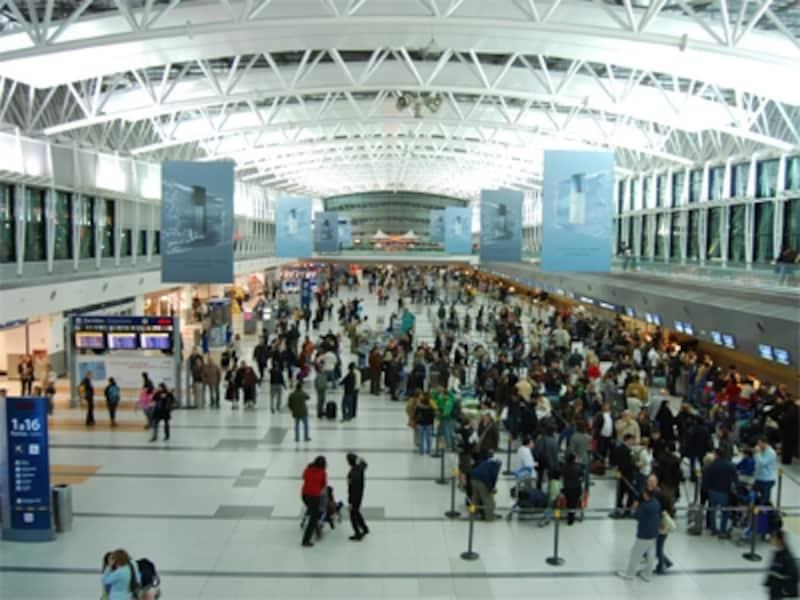 ブエノスアイレスのエセイサ国際空港は、南米有数の大空港。