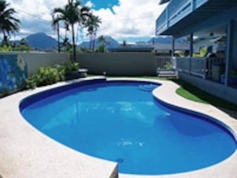 カイルアにあるプール付きの一軒家「ルナ・ハウス」