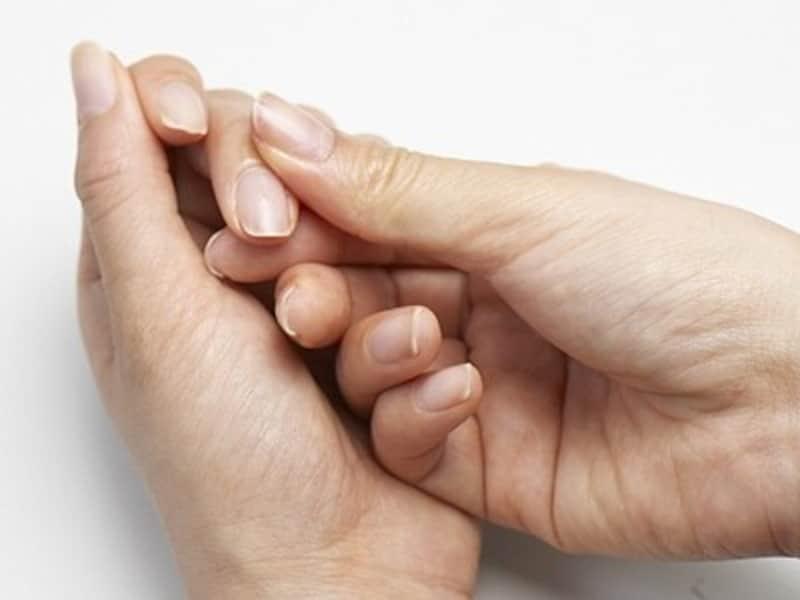 甘皮・ルーズスキンのお手入れ方法7:最後に、爪の根元をマッサージする