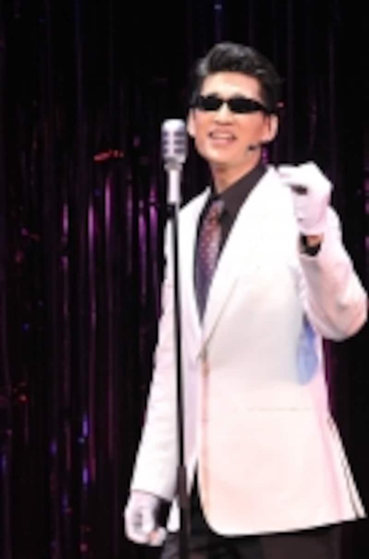 『ソング&ダンス60感謝の花束』より「キス・ザ・ガール」撮影:上原タカシ