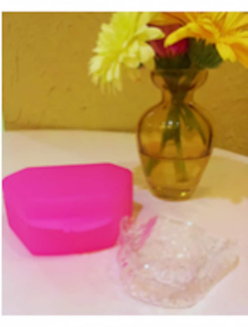 透明なマウスピースを装着する、手軽な矯正治療
