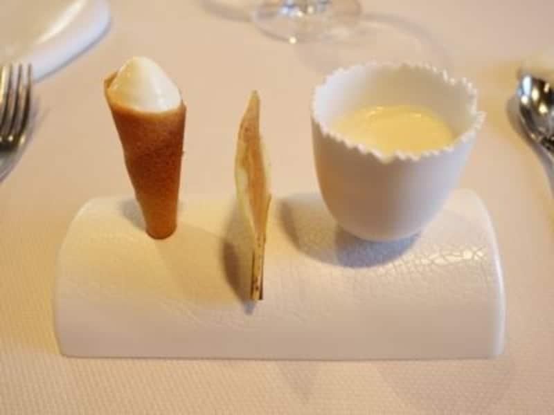島の名産ジャガ芋の前菜。左からアイスコーン、チップス、温かいムース。