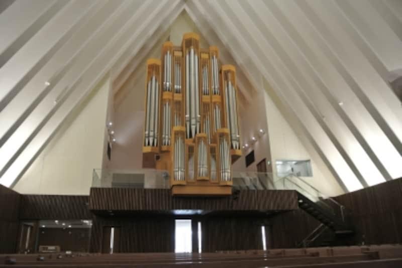 富士見町教会内部のパイプオルガン