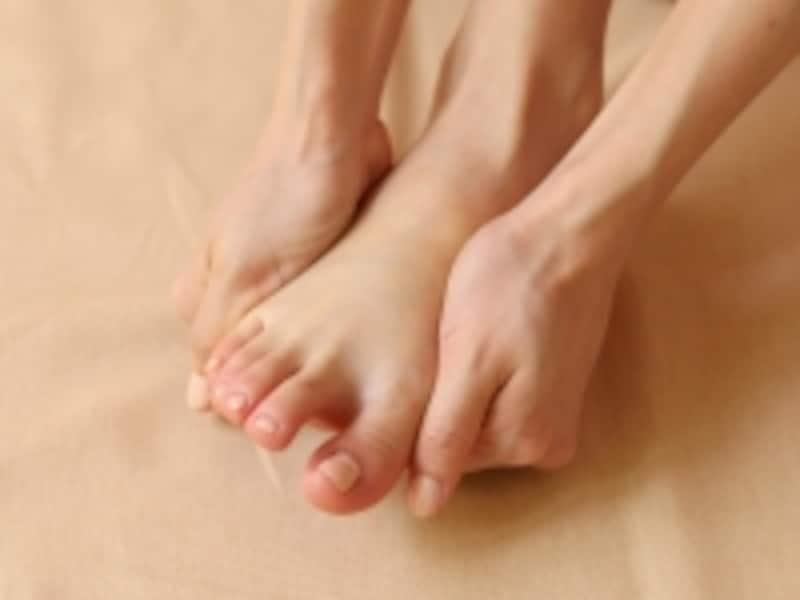 足の甲を押し広げる