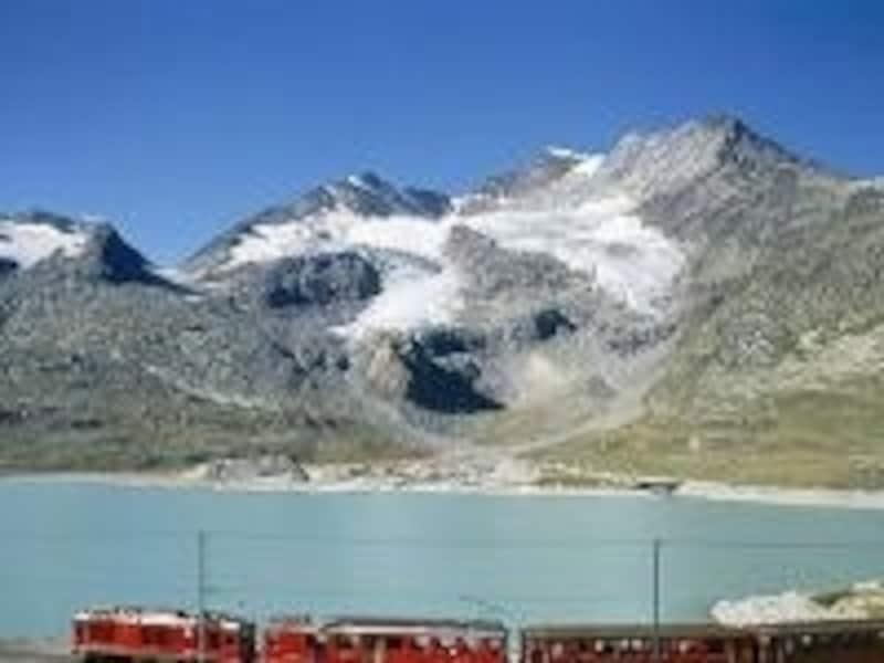 列車は標高約2250mの高山地帯を進む画像提供undefinedスイス政府観光局www.myswiss.jp