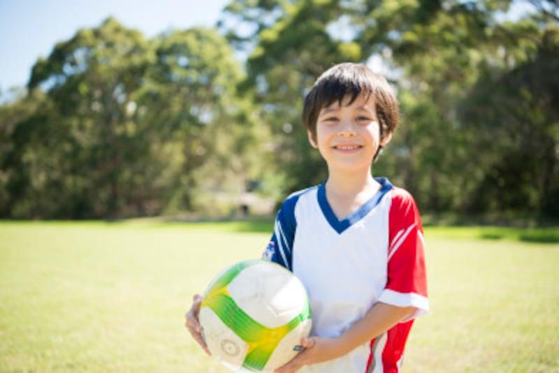 """夕方になると、広場でサッカーをして遊ぶ子どもたちの姿を見かけます。Forza""""未来の""""Azzurriたち!"""