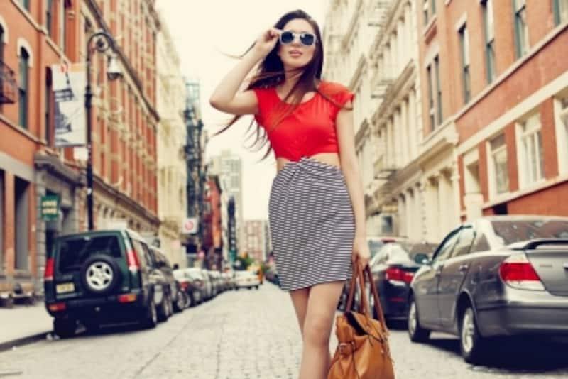 エッジィすぎる流行ファッションは、男性にとって「ドン引き」ポイントになりかねません。