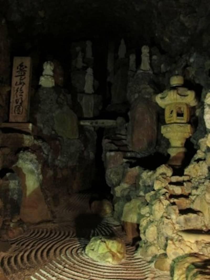 洞窟観音内部