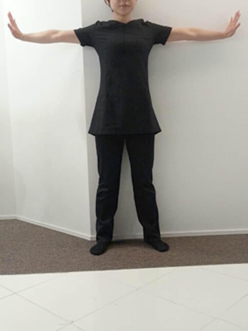 二の腕の筋肉をしっかり意識することがポイント!