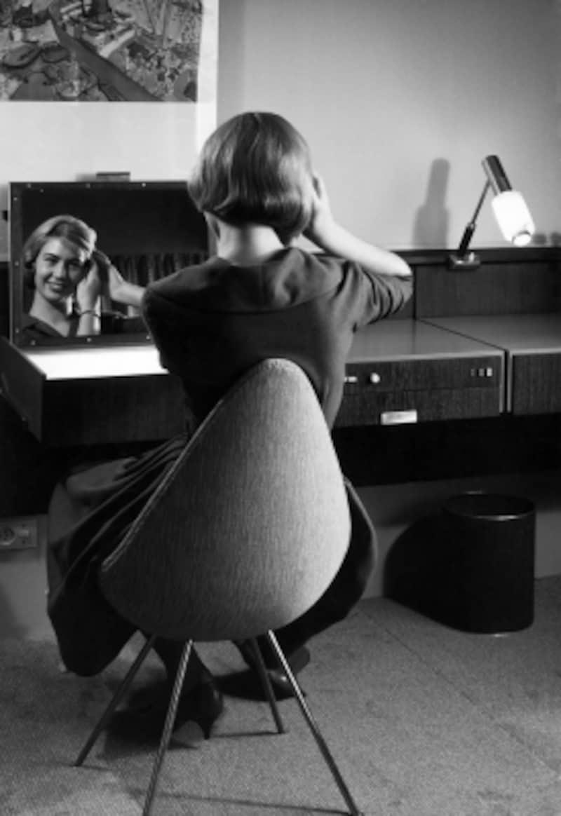 http://www.fritzhansen.com/jp/3110-drop-chair-plastic-shell