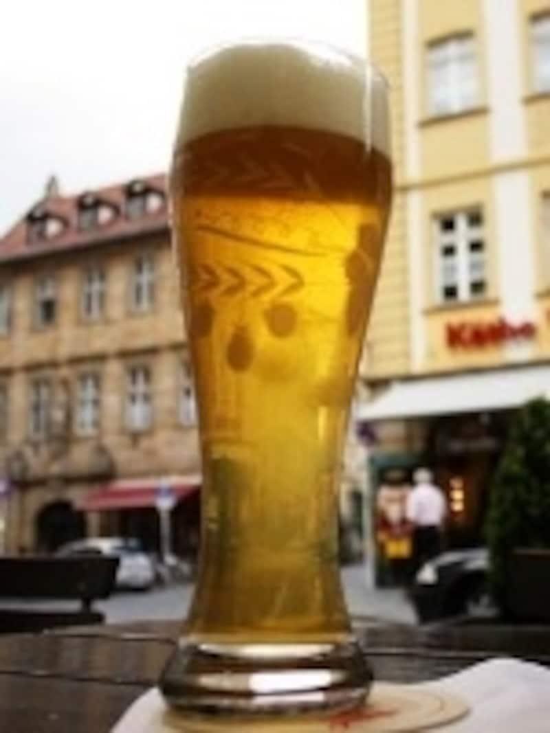 飲みやすさで女性にも人気のラードラー。見た目はビールとそれほど変わりません