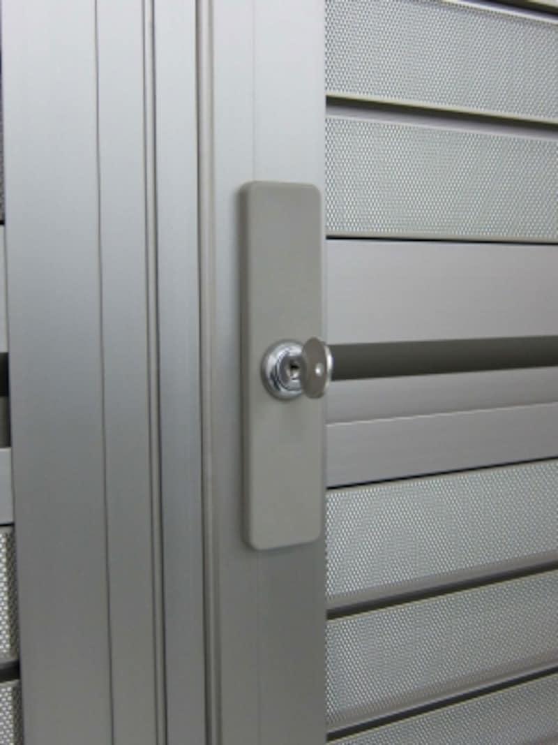 玄関網戸の鍵部分拡大