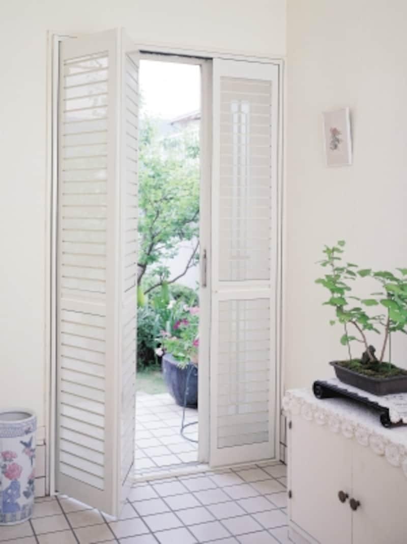 玄関網戸取り付け事例、白色