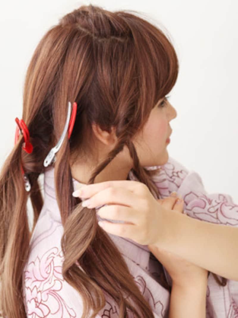 右サイドの髪をねじり編みにする