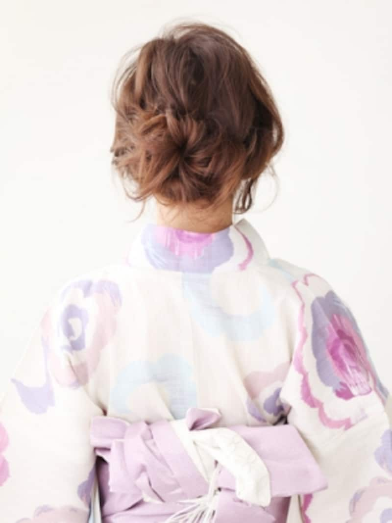 セミロング浴衣・後れ毛で魅了する小悪魔風まとめ髪
