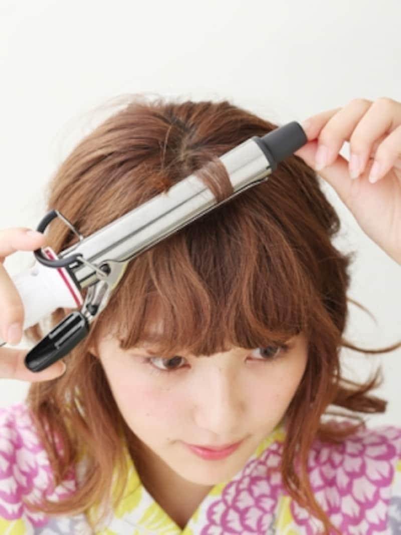 前髪をアイロンで巻く