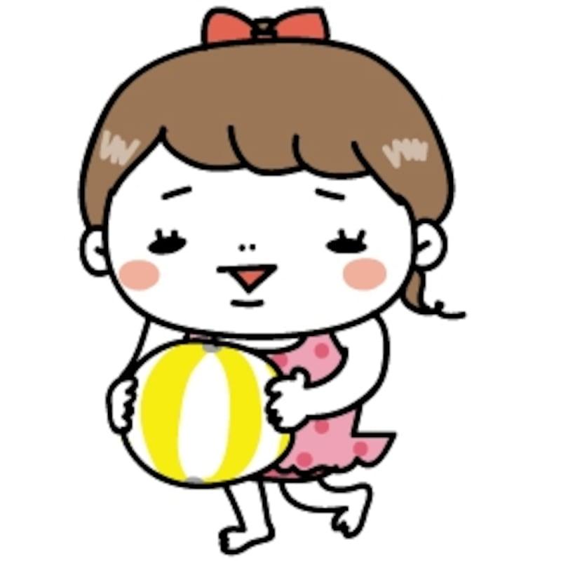 【カラー】ビーチボールをもって遊ぶ女の子です。