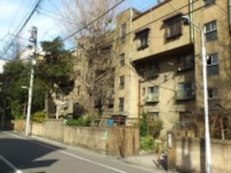 建て替え前の上野下アパートメントの外観