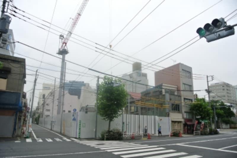 建設中のザ・パークハウス上野の現地