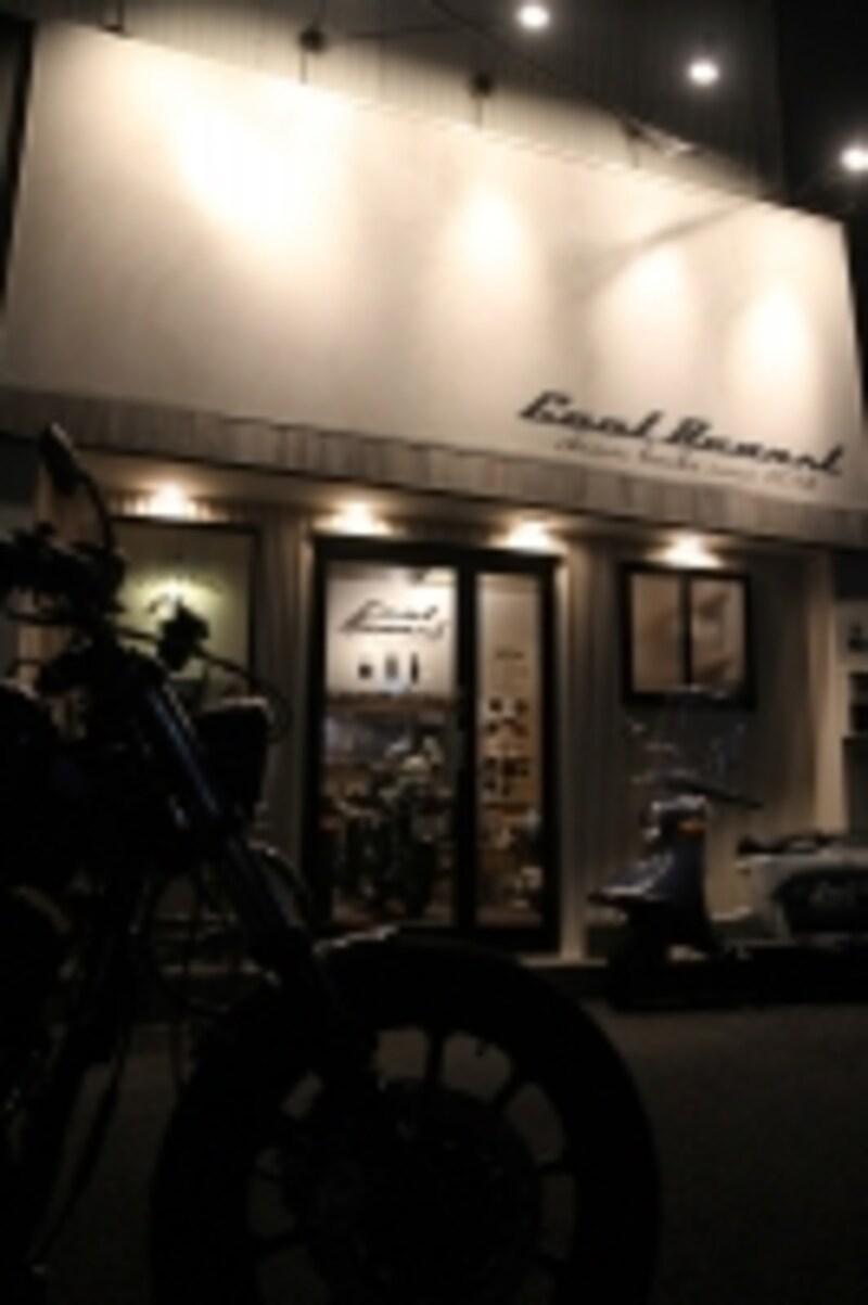カフェは、バイクとは切り離せない存在。
