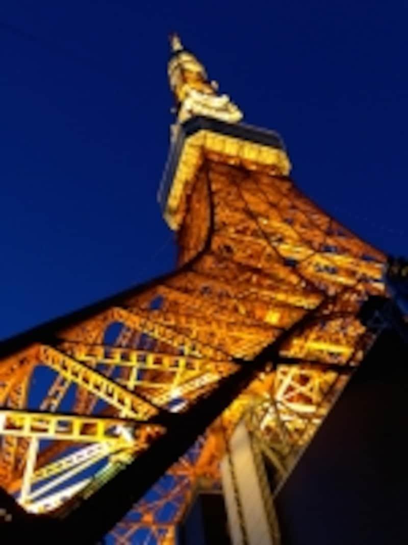 怪しく浮かび上がる東京タワー。