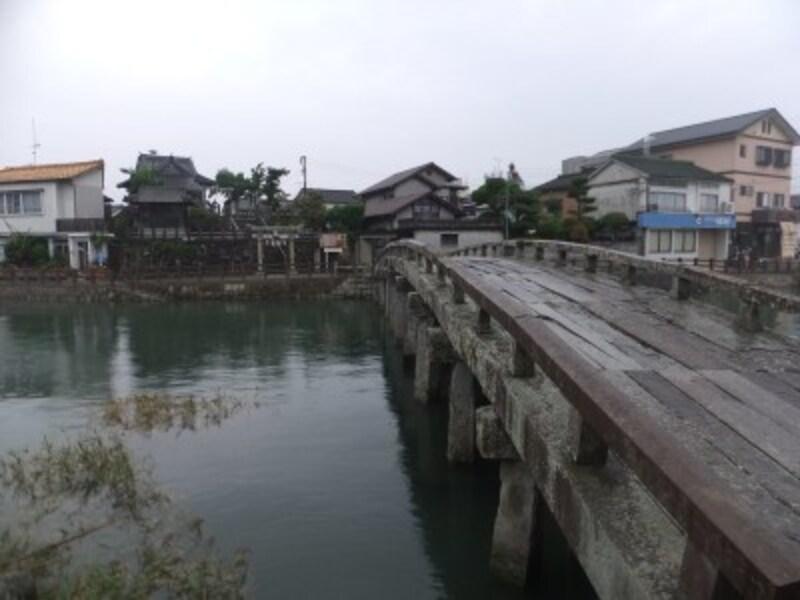 日本最大級の石造桁橋、祇園橋と祇園神社