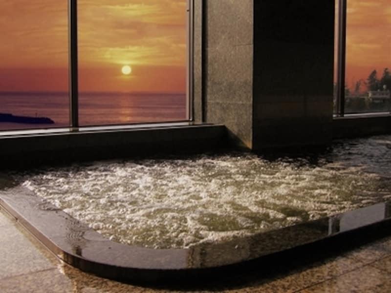 鯨波松島温泉のお湯。海と夕日の絶景に癒されてください!
