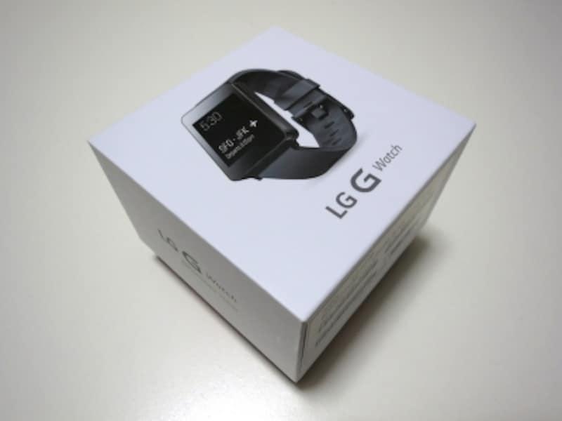 パッケージ。腕時計のそれと同じようなサイズ。