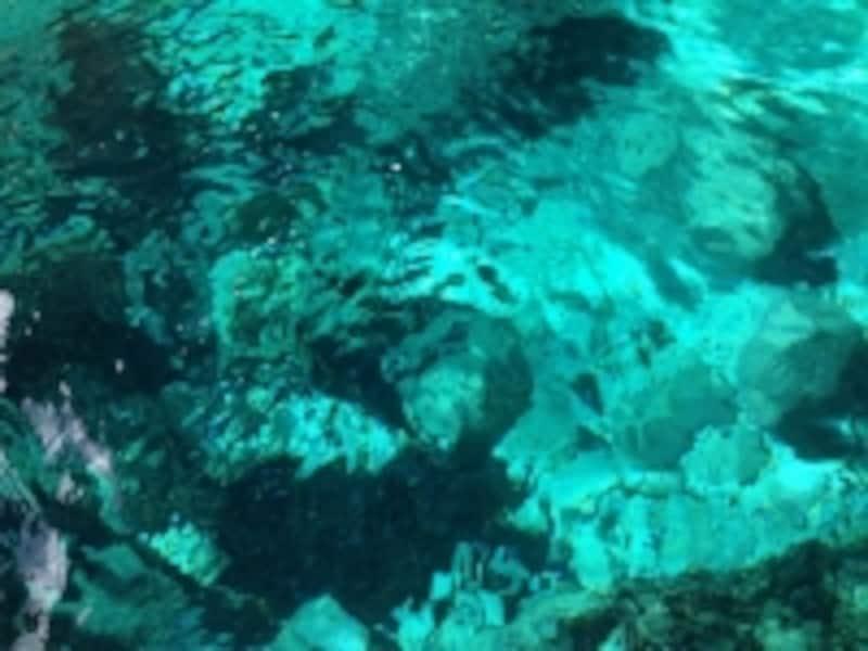 青の洞門の海水