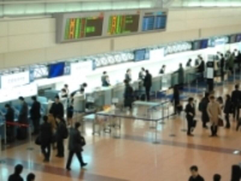 空港のカウンター