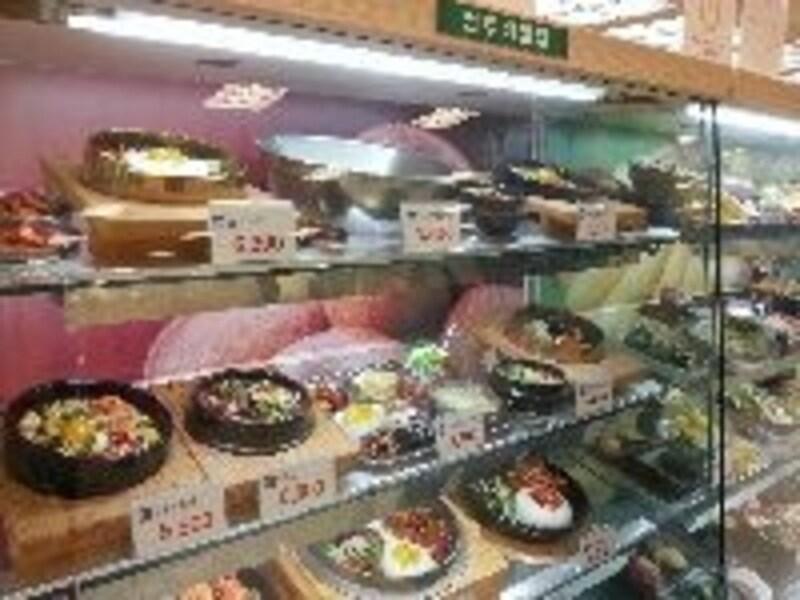 ビビンバやキムチチゲ、冷麺など、韓国料理メニューももちろんアリ