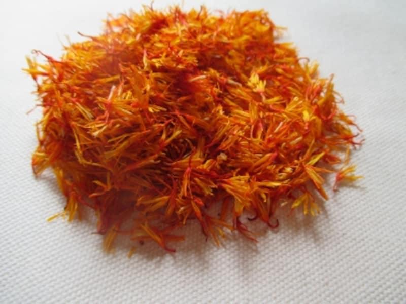 紅花の花びらを乾燥させたもの。薬膳で多用される