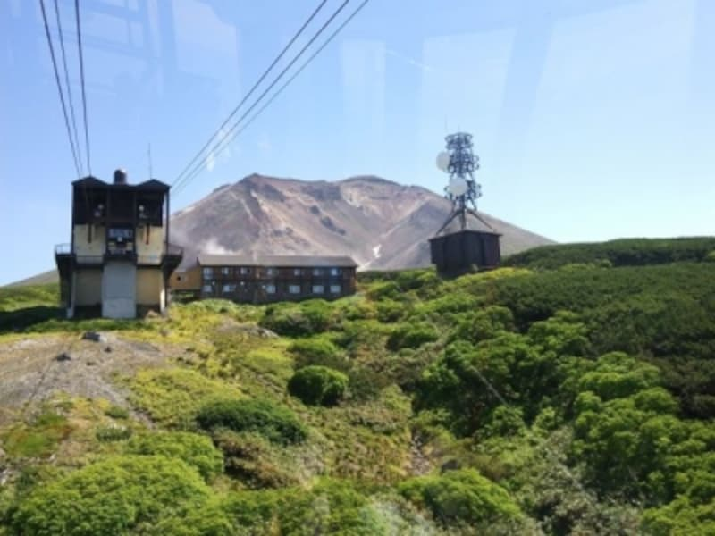 大雪山旭岳ロープウェイ・姿見駅に到着。奥に旭岳が見える