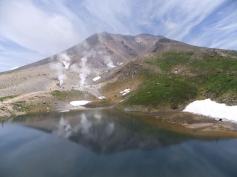 姿見の池と旭岳(1)
