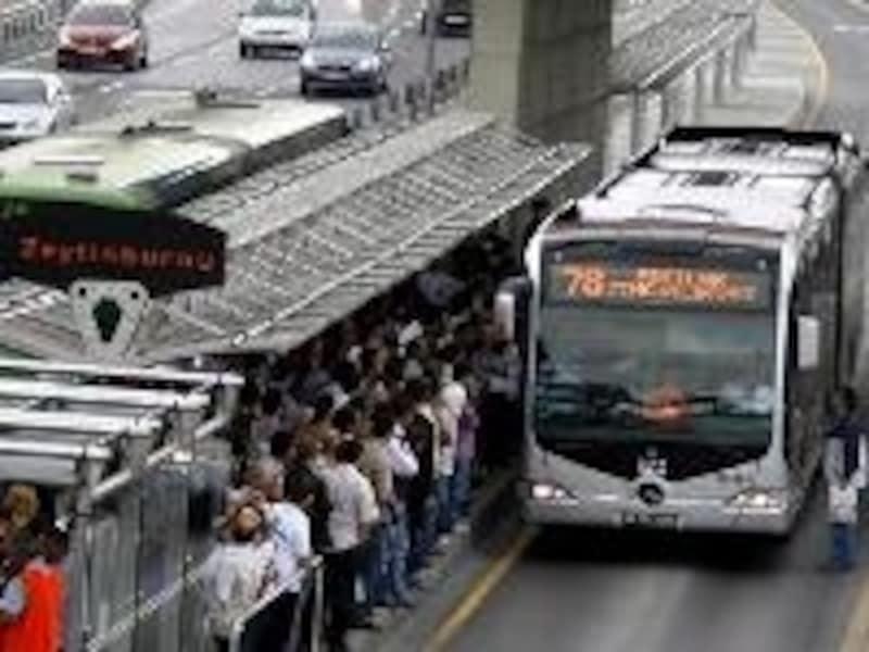 混雑している事が多いメトロバス